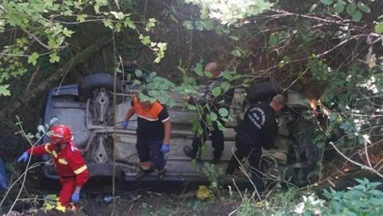 Salvare miraculoasă a doi copi și mama acestora dintr-un autoturism prăbușit într-o prăpastie la marginea Devei